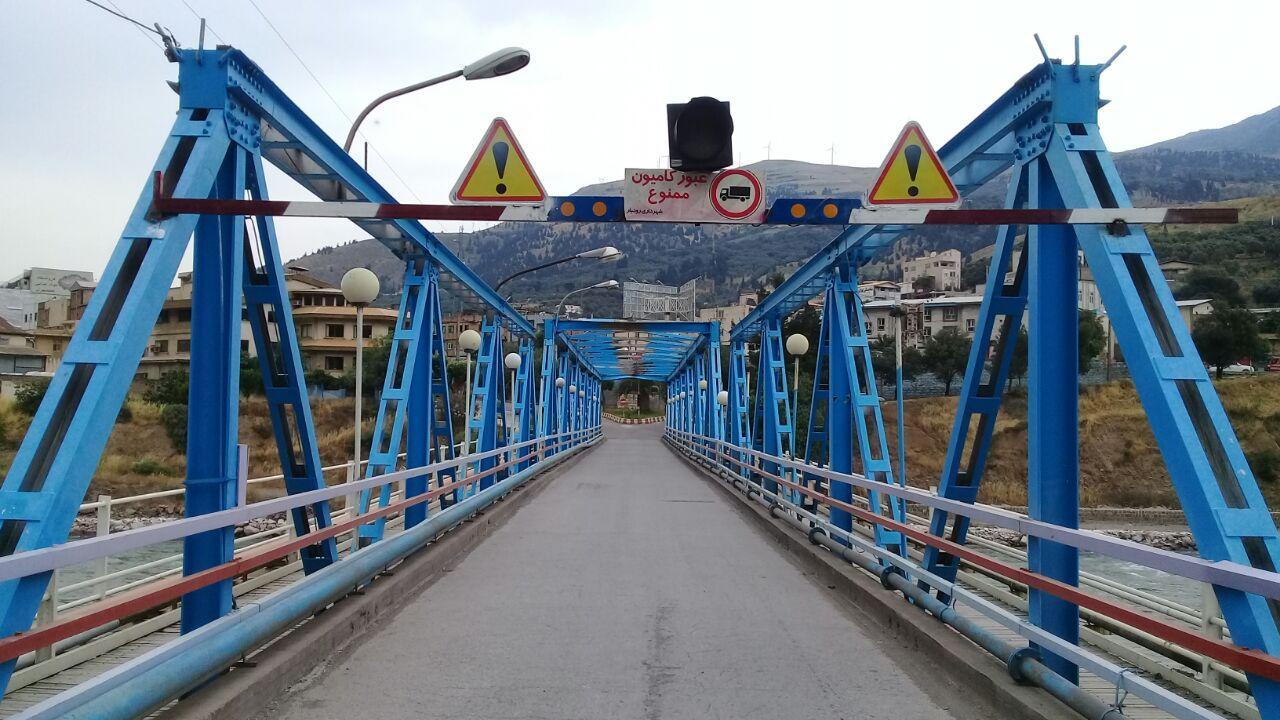 بامصوبه شورای ترافیک وپیگیری های شورای اسلامی و شهرداری رودبار عبور وسایل نقلیه سنگین از روی پل فلزی شهر رودبار ممنوع می باشد